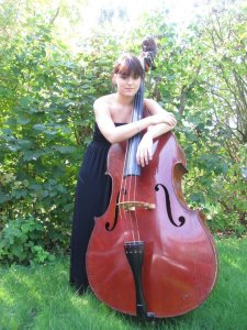 Magali Hutton, bassist